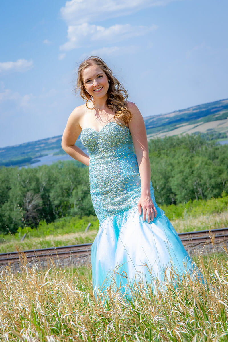 Formal Grad Portraits Roses and Scars Photography Saskatoon Outlying Areas Female Graduate (10)