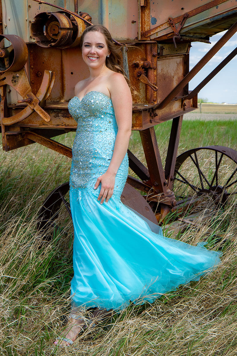 Formal Grad Portraits Roses and Scars Photography Saskatoon Outlying Areas Female Graduate (7)