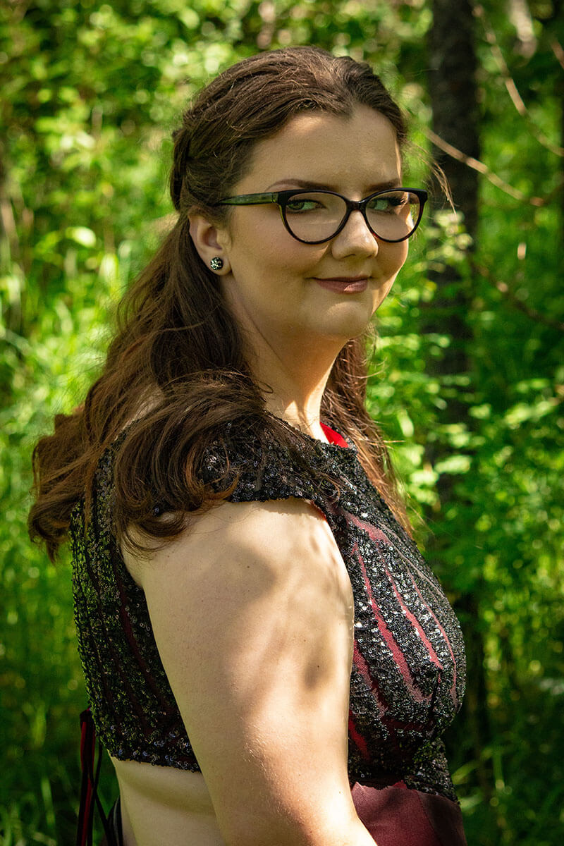 Formal Grad Portraits Saskatoon Roses and Scars Photography Female Graduate (2)