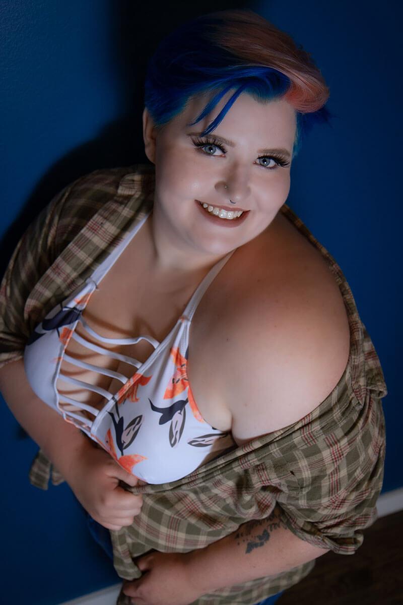 Plus Size Boudoir Photographer Saskatoon Roses and Scars Photography (4)