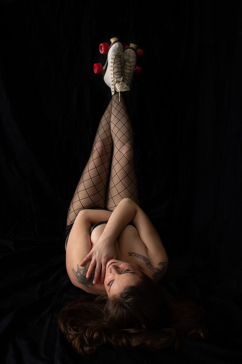Saskatoon Boudoir Photographer Roses and Scars Photography Roller Skates Boudoir (3)