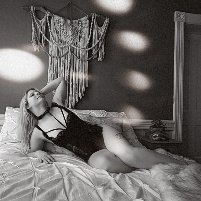 Saskatoon-Boudoir-Webcam-Roses-And-Scars-Photography-Ms-M (9)