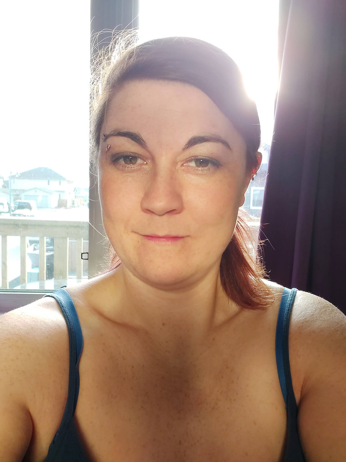 Saskatoon Photographer Better Selfies Light Tutorial Backlighting Gold Foil