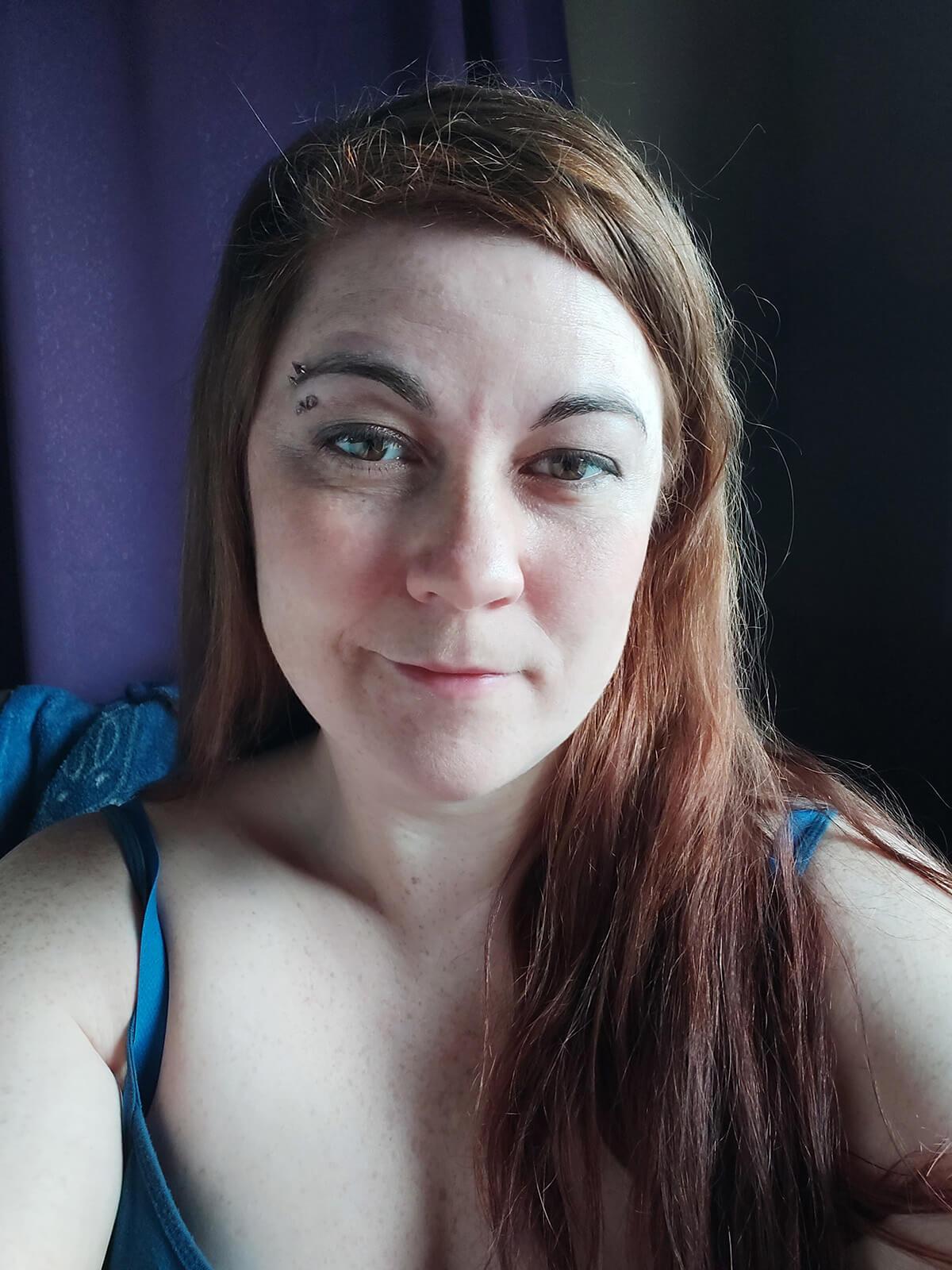 Saskatoon Photographer Better Selfies Light Tutorial White Trifold Side Light